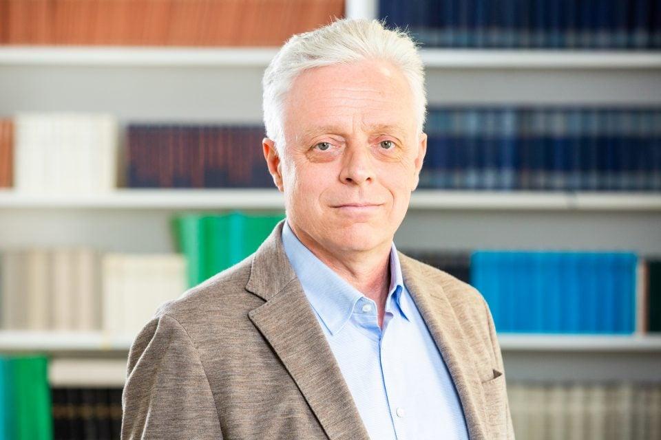 Dr. Armin Flender