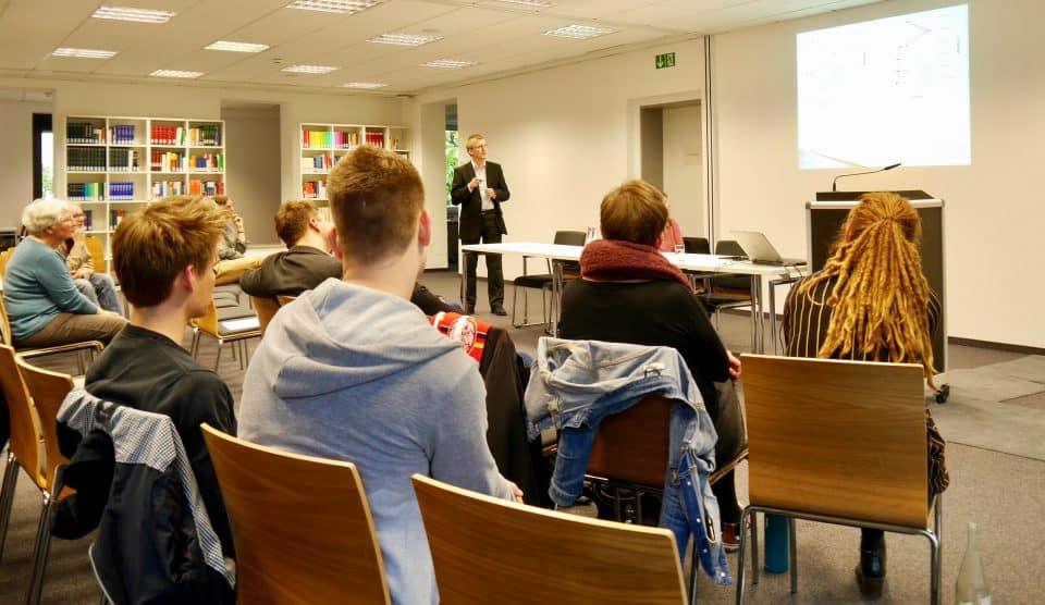 Geograph Michael Kretzer spricht am KWI über Bildung und nachhaltige Entwicklung in Sub-Sahara Afrika