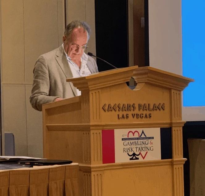 "KWI on Tour: Jo Reichertz und Gerd Möll bei der ""17. International Conference on Gambling & Risk Taking"" in Las Vegas"